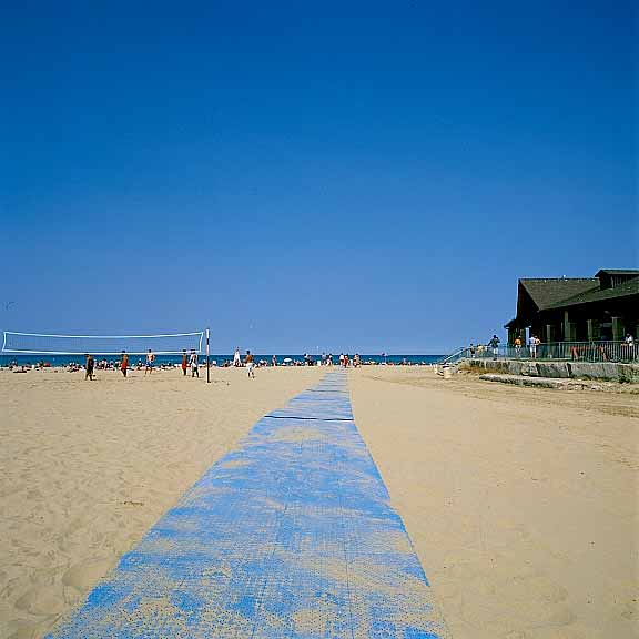 Portable-Boardwalk Mats were installed at Foster Beach and North Beach, Chicago, Illinois, using Beachrings2.