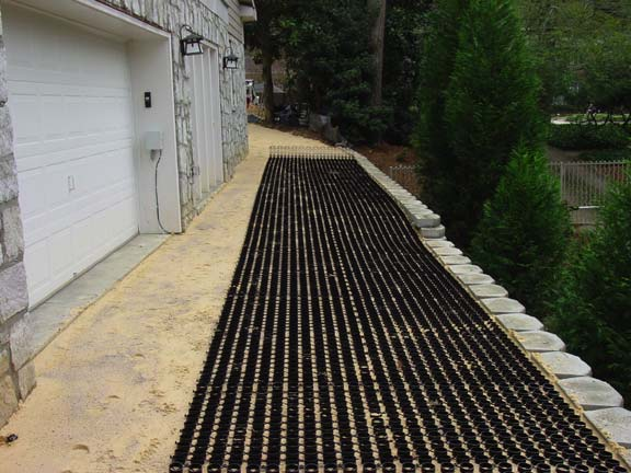 Grass-Reinforcement Mats were installed in the driveway of this private residence in Atlanta, Georgia, using Grasspave2.