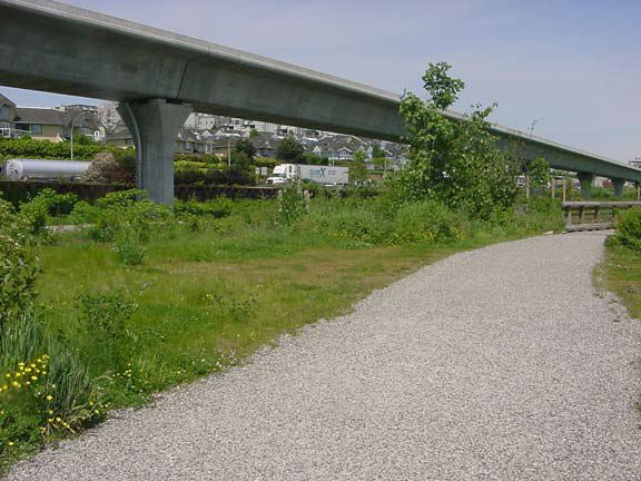 Gravel paving mats were installed on this trail at Saperton Landing, New Westminster, British Columbia, using Gravelpave2.