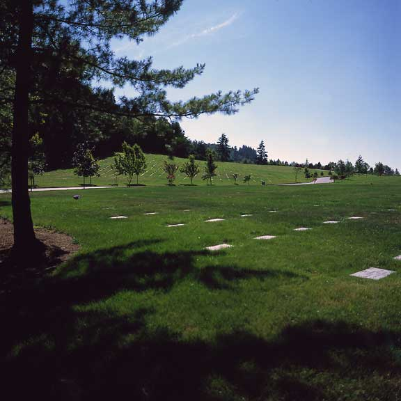 Turf-Stabilization Mats were installed to stabilize the ground so that tombstones would not sink, tilt or slip out of position at the Willamette National Cemetery, Portland, Oregon, using Grasspave2.