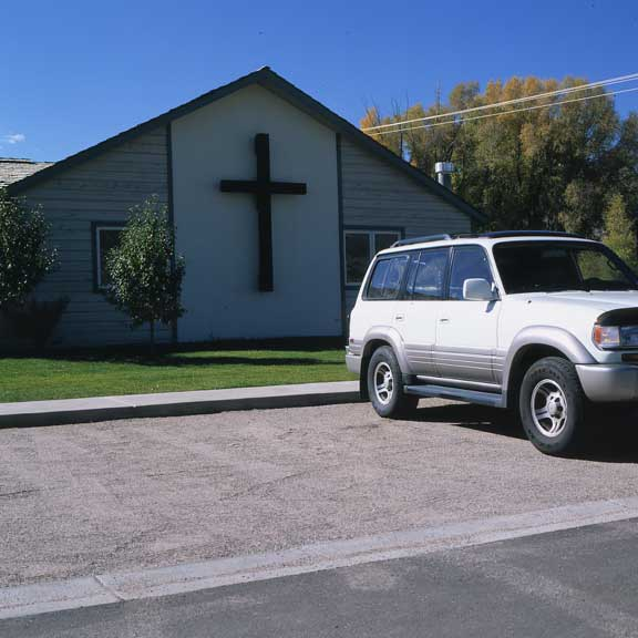 Aggregate Paving was installed in the parking lot at Vail Lutheran Church, Edwards, Colorado, using Gravelpave2.