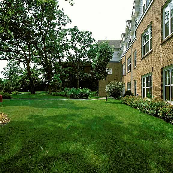 Grass-Porous Pavers were installed at Sunrise Assisted Living, Bloomingdale, Illinois, using Grasspave2.