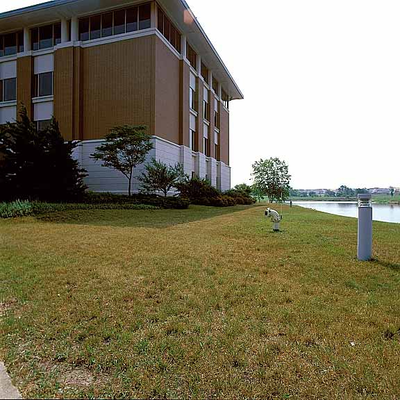 Grass-Porous Pavement was installed in the fire lane access areas at the Kane County Judicial Center, Geneva, Illinois, using Grasspave2.