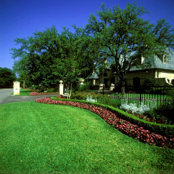 Permeable-grass paving was installed in the parking bays at the Connor Residence in Dallas, Texas, using Grasspave2.
