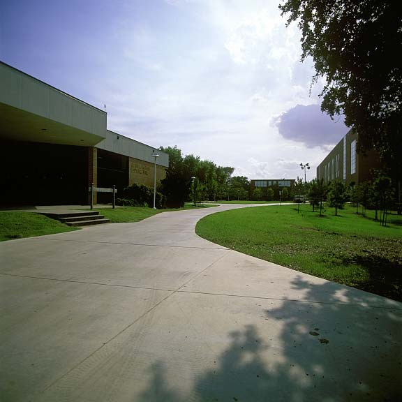 Turf-Stabilization Mats were installed in the fire lane access areas at Lee College Library and Advanced Technology Center in Baytown, Texas, using Grasspave2.