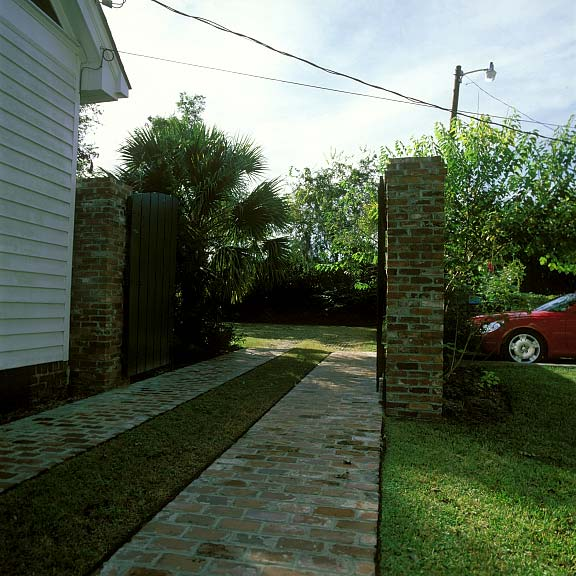 Grass-Porous Pavement was installed in the drive-way and parking areas at Beaufort Inn in Beaufort, South Carolina, using Grasspave2.