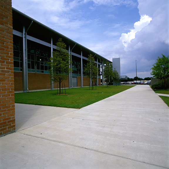 Permeable-Grass Pavers were installed in the service access lanes at the University of New Orleans, New Orleans, Louisiana, using Grasspave2.