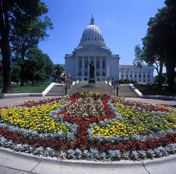 Grass-Permeable Pavement was installed in high-volumn pedestrian areas at the Wisconsin State Capitol Building, Madison, Wisconsin, using Grasspave2.