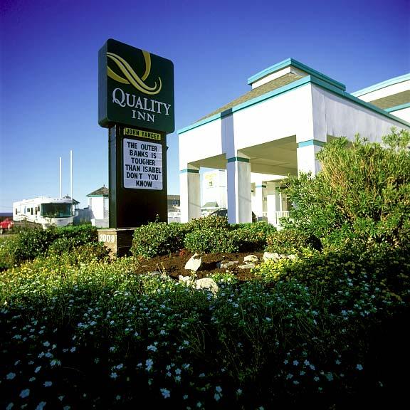 Porous Parking was installed in the Quality Inn parking lots at Kill Devil Hills, Kill Devil Hills, North Carolina, using Gravelpave2.