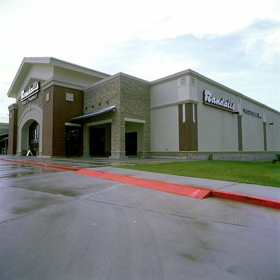 Grass Pavers were installed in the fire lane access areas at Randalls Supermarket, Conroe, Texas, using Grasspave2.