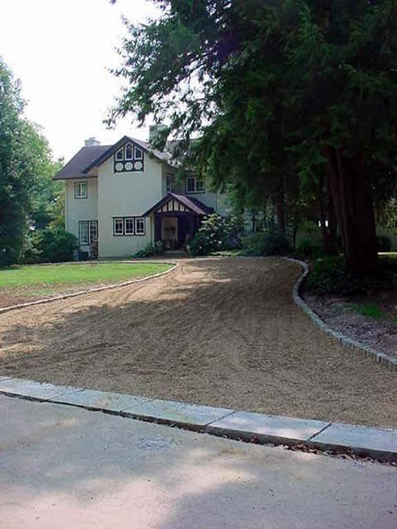 Permeable Pavers were installed in this residential driveway, using Gravelpave2.
