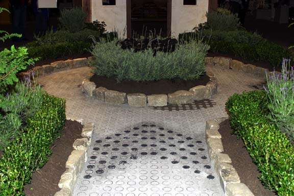 Aggregate Paving was installed in the Nashville Antique & Garden Show Walkway, Nashville, Tennessee, using Gravelpave2.