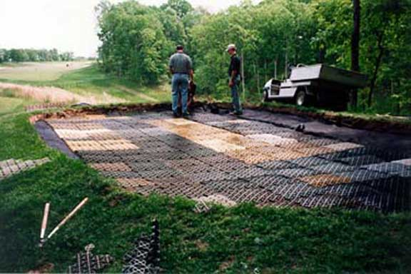 Drainage mats were installed to achieve subsurface drainage at Missouri Bluffs Golf Course, St. Louis, Missouri, using Draincore2.