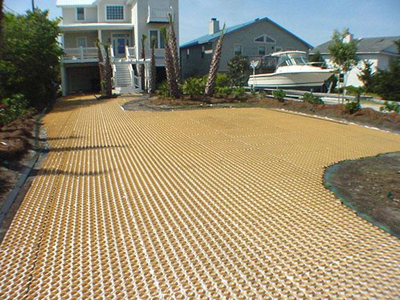 Closeup of a Gravelpave2 pervious driveway mat
