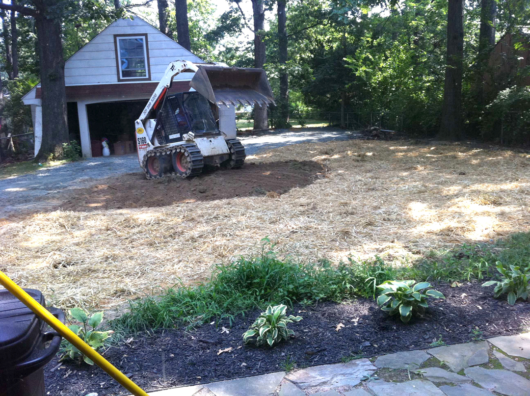 Straw mulch in the grass seeding step for Grasspave2 pervious pavement
