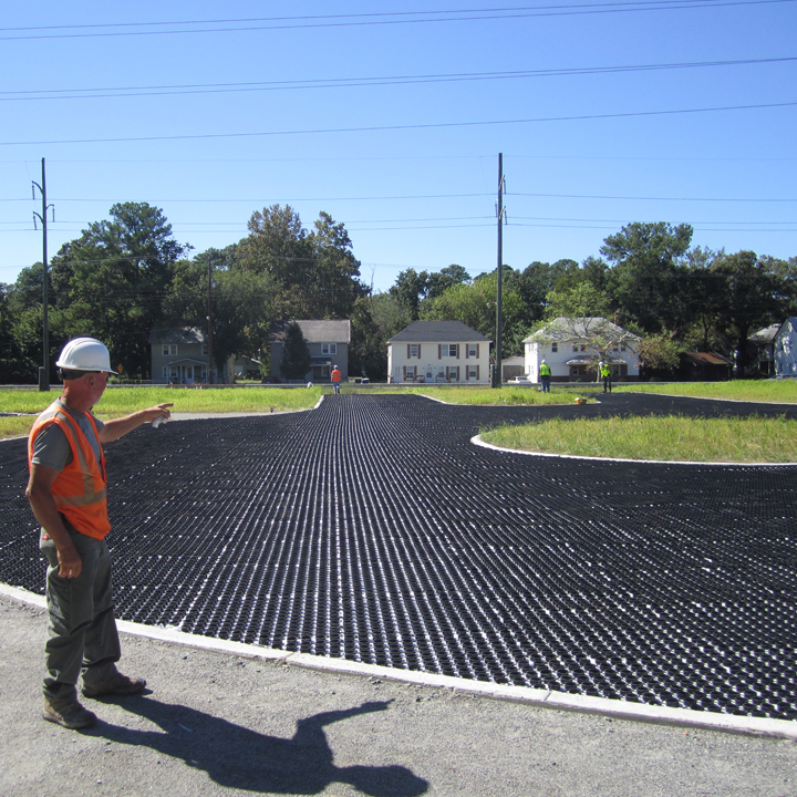 During installation of the porous gravel pavement
