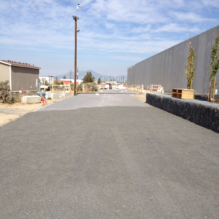 Gravelpave2 porous gravel road.