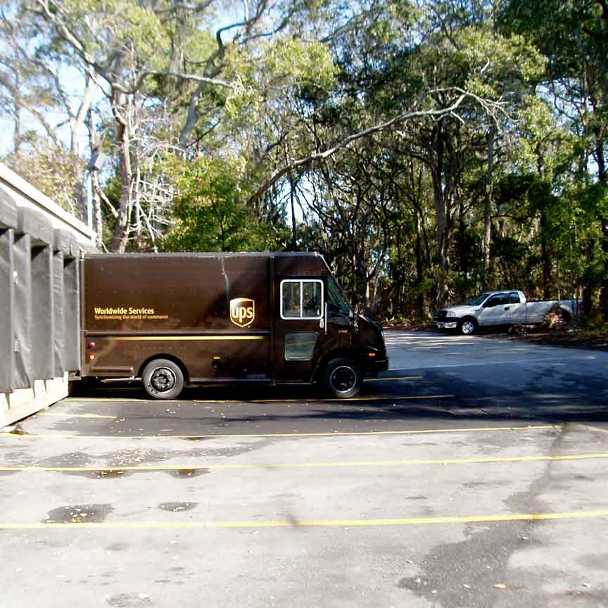 UPS hub with porous parking