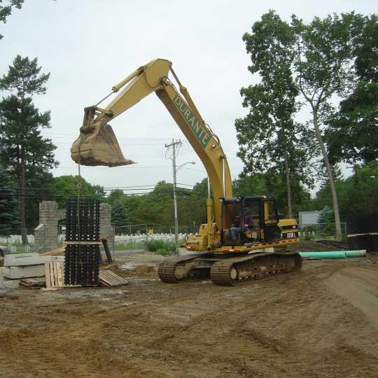 Excavator loads Raistore3