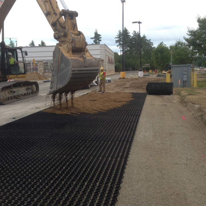 During installation, sand is filled into the rings of the Grasspave2.